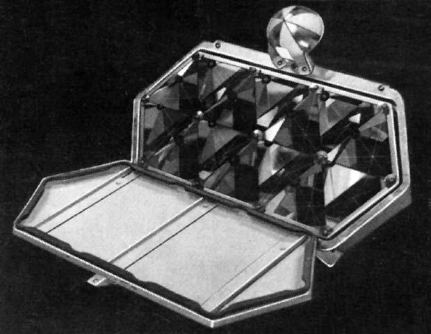 Уголковый отражатель французского производства, установленный на луноходах