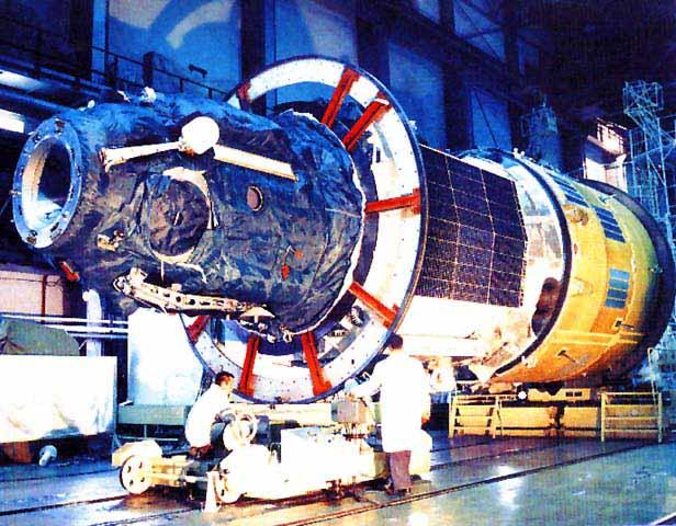 Орбитальная станция салют 4 на