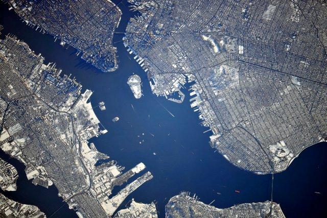 Нью йорк вид из космоса